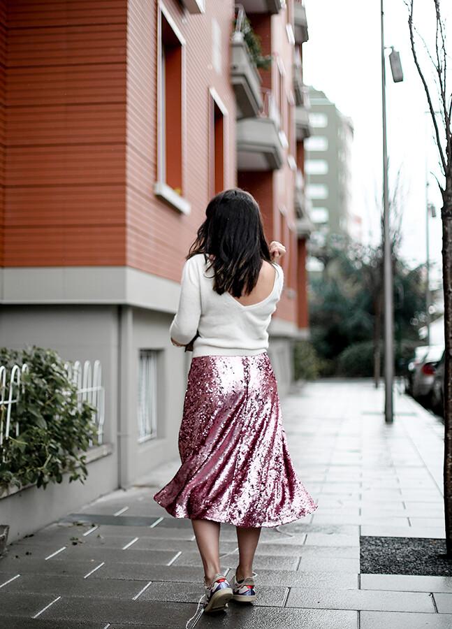 falda-lentejuelas-rosa-midi-isabel-marant-sneakers-farfetch-myblueberrynightsblog4