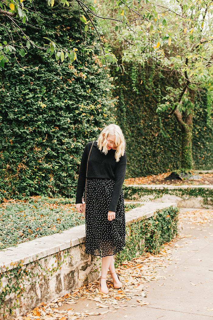austin style blogger black turtleneck black midi skirt1