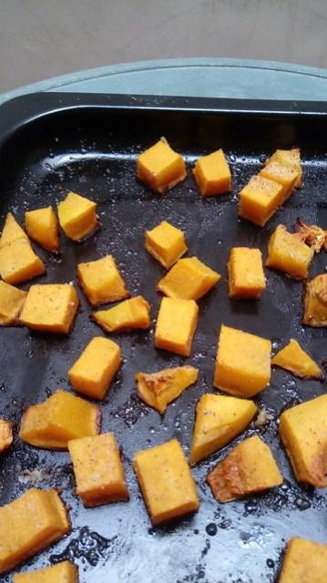 Labu madu butternut squash potong dadu setelah dipanggang / baked butternut squash cube