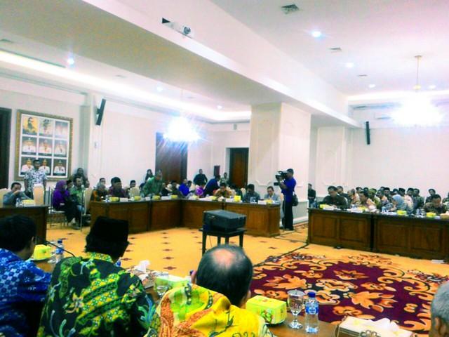 Suasana RDP dengan stakeholder kepemiluan di Jawa Timur (2/2)