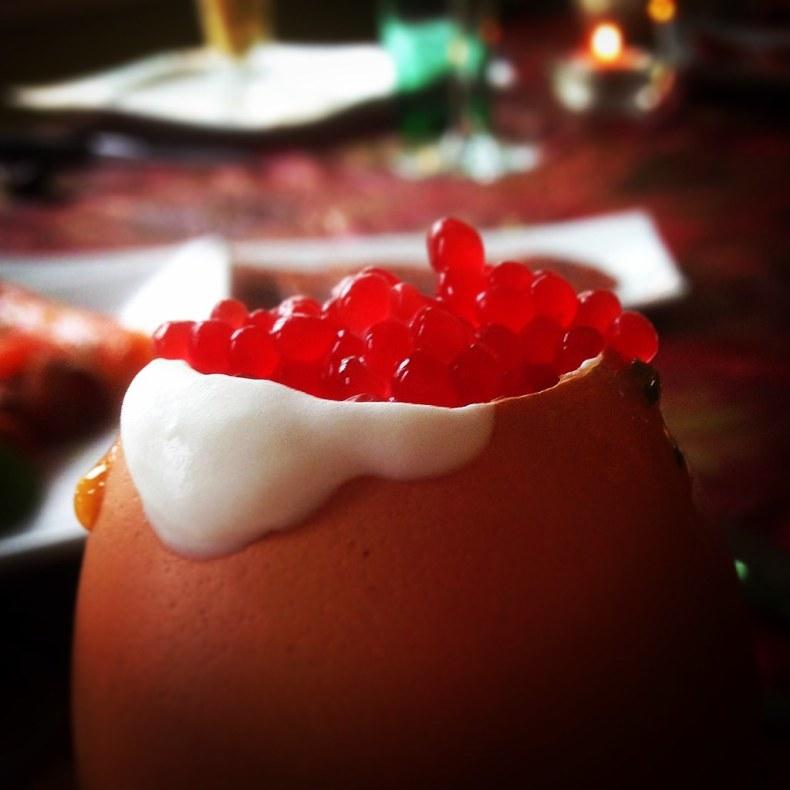Huevos Bond con huevas de pez volador