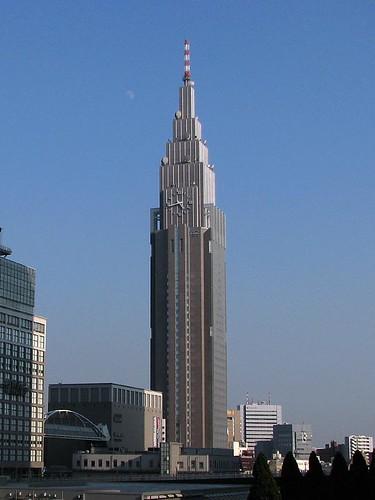 新宿docomoタワー 新宿ドコモタワーを新宿駅南口から撮影。 新宿駅南口横断歩道橋からdocomoタワー