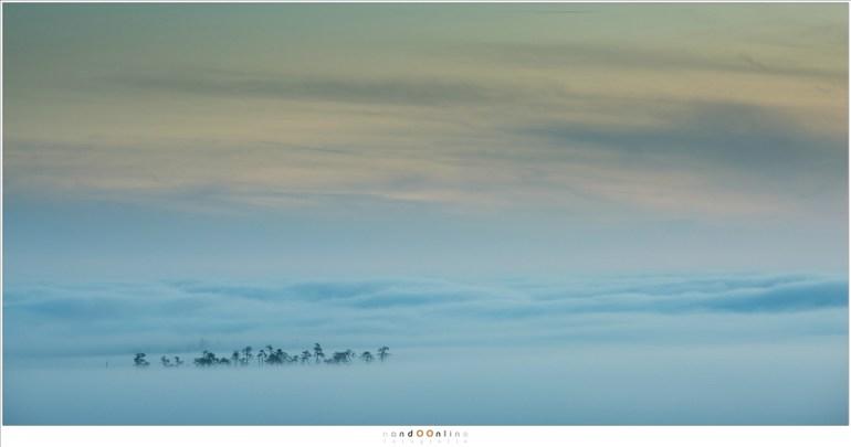 Een zee van mist en wolken (200mm; ISO100; f/10; t=1,6sec)