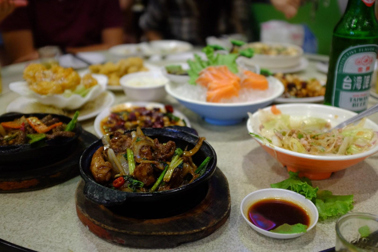 Platos en un restaurante típico
