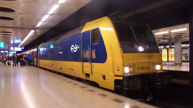 Schiphol Airport Intercity Direct E186 007
