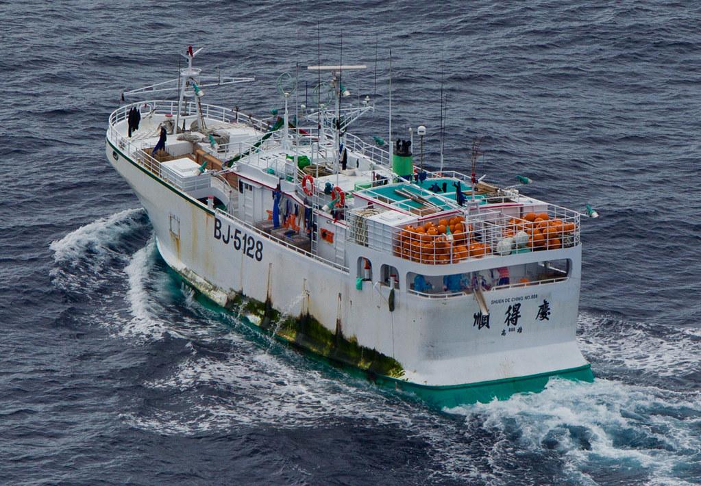 這次不抗爭 彩虹勇士號抵臺 宣導海洋減塑   臺灣環境資訊協會-環境資訊中心