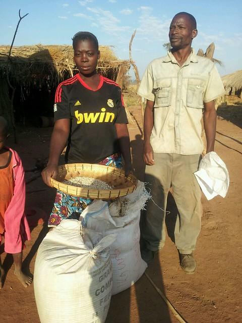 Thomas Banda and his wife showing their produce. Photo credit: Maambo Mudenda/CIMMYT