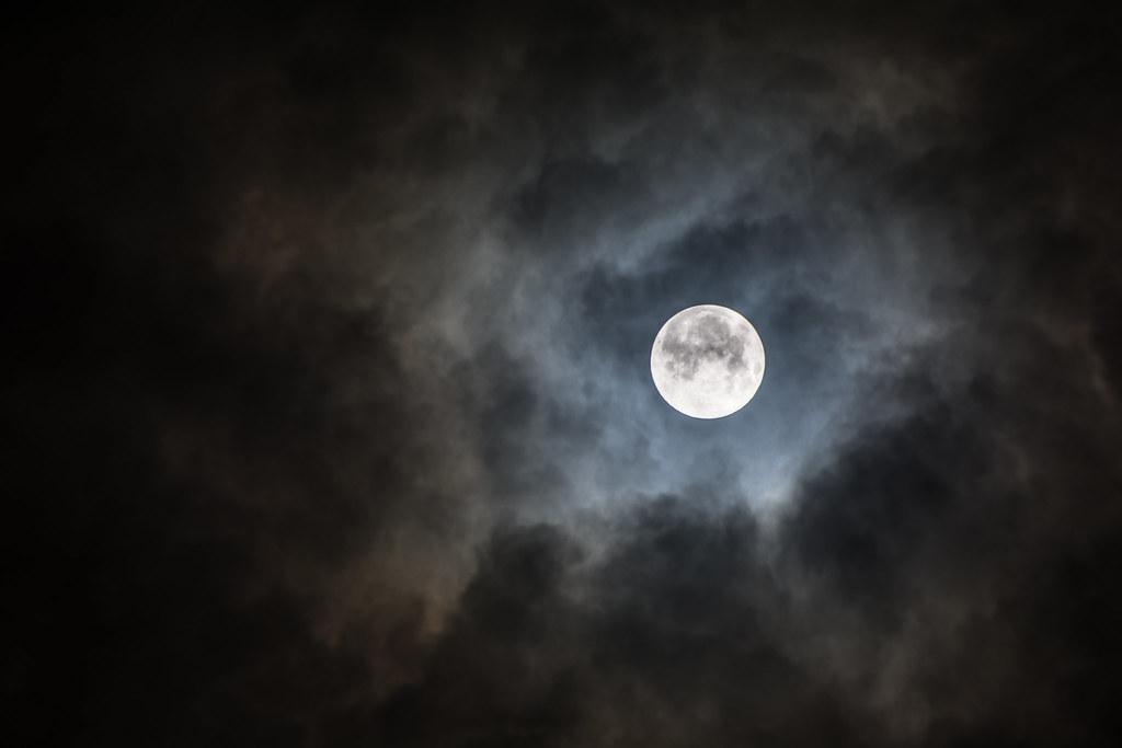 Luna tenebrosa  Dark moon  JLMVG  Flickr