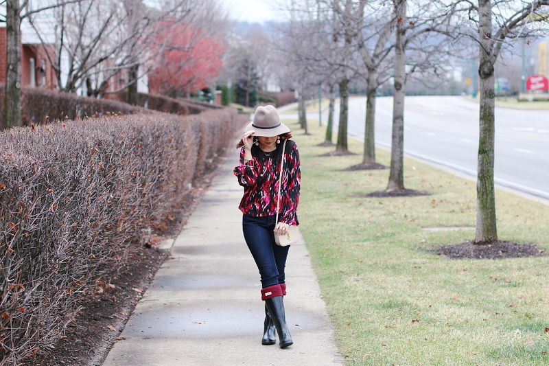 valentines-day-red-blouse-hat-jeans-hunter-boots-1