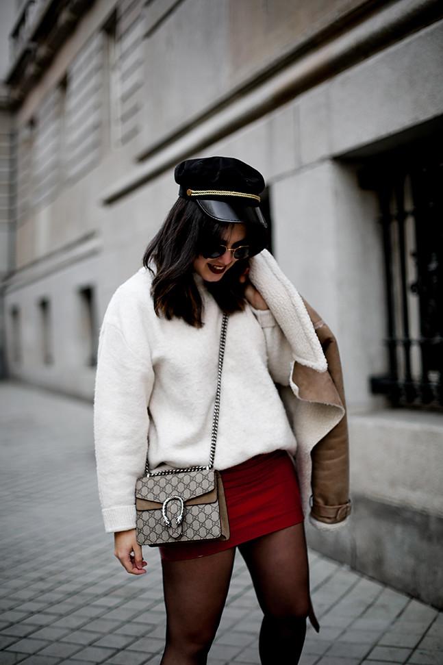 falda charol rojo chaqueta borreguillo botas militares terciopelo stradivarius streetstyle9
