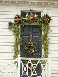 Colonial Williamsburg VA 8 | Christmas decorations on a ...