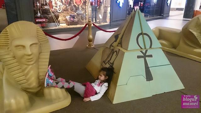 kids pyramids, mall promenada