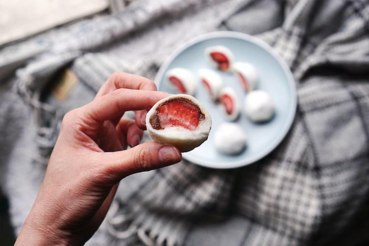 How to make mochi - a naturally gluten free Japanese treat | gluten free strawberry and Nutella mochi | gluten free Haagen Dazs Pralines & Cream ice cream mochi | gluten free recipes