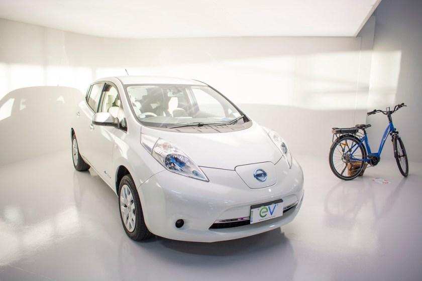 semi-autonomous-driving-Nissan-Leaf