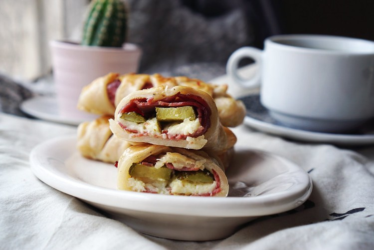 RECIPE: gluten free pastrami pastries with extra mature cheddar, mustard and gherkins made with Jus-Rol gluten free puff pastry | Gluten Free Pastry Sandwiches | Gluten Free Recipes | Gluten Free Baking | Easy Recipes | By Kimi Eats Gluten Free