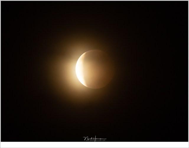De Maan kruipt uit de schaduw van de Aarde. (800mm | ISO1600 | f/5,6 | 0,3sec)