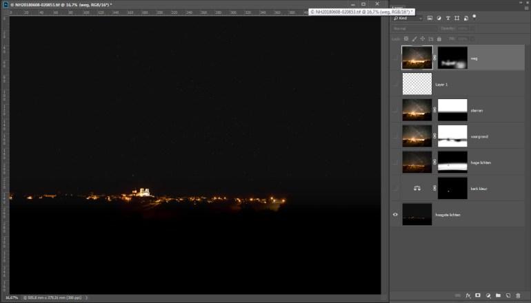 De ISO100 foto wordt de basis. Van hieruit worden de foto's als lagen op elkaar gestapeld. Voor de maskers geldt; zwart is onzichtbaar, wit is zichtbaar.