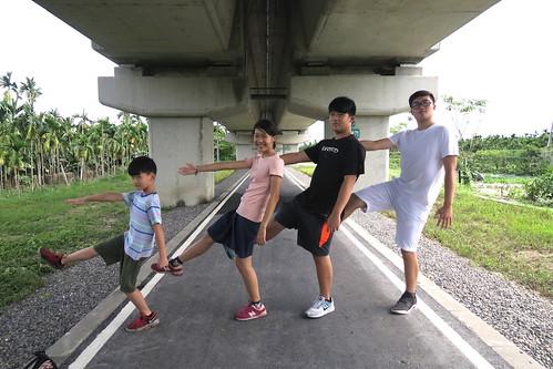 家族小旅行「屏東潮州半日遊」:竟然還有外婆畫畫這一橋段(13.11ys)