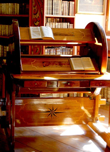 Rotary Reading Desk aka a Bcherrad  A rotating device