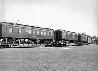 Unloading train cars at Knott's Berry Farm, 1950s | There ...