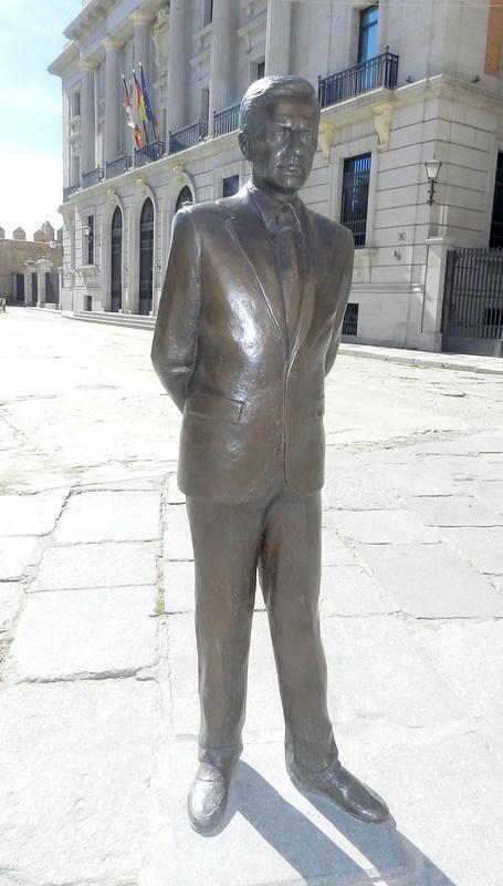 Monumento a Adolfo Suárez Avila 04