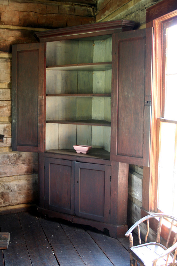 MTLincoln Corner Cabinet  Many believe that Thomas