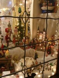 Solvang Christmas Shop Window | Night shot of a festive ...