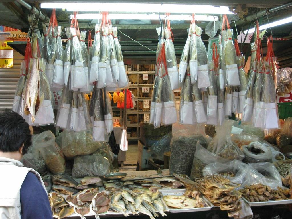 鹹魚 | 鹹魚是以鹽醃漬後。曬乾的魚。以前因為沒有低溫保鮮技術。肉類容易腐爛。因此世界各地沿海的漁民 ...
