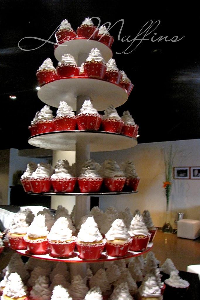 Una Boda en Rojo Blanco y Negro  Torre de Cupcakes con
