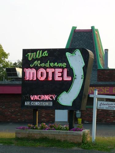 Villa Moderne Motel Neon Sign Charlevoix Michigan  Villa Mo  Flickr