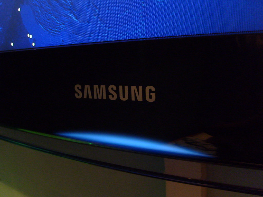 Samsung TV  My new HDTV with its sexy Blue LED