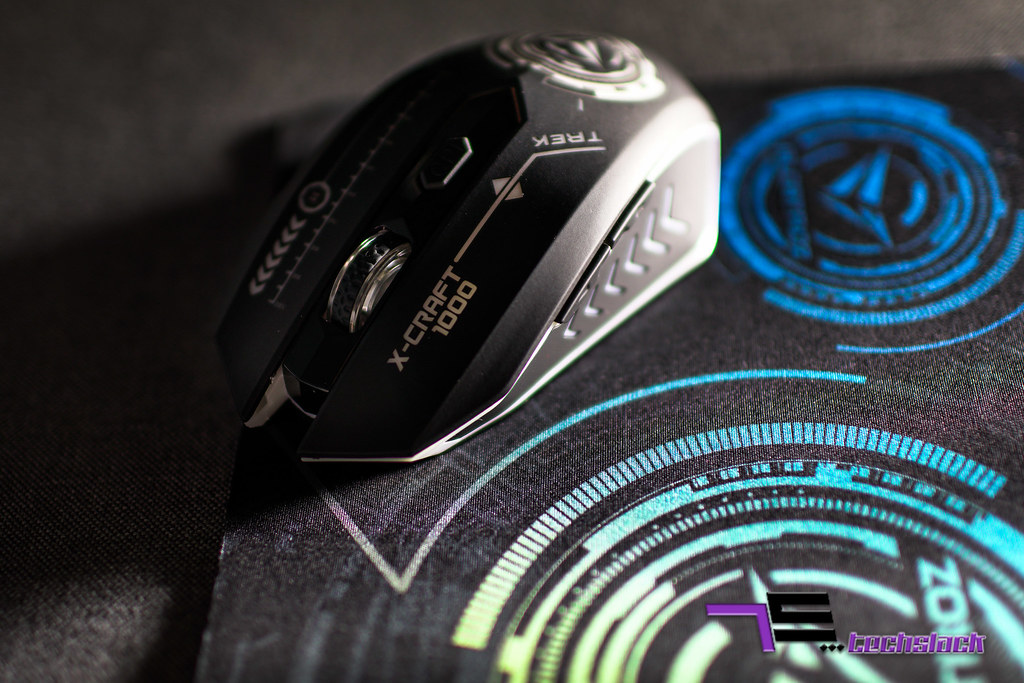 The Air Trek 1000 have 6 buttons on board, all is customizable with its software.
