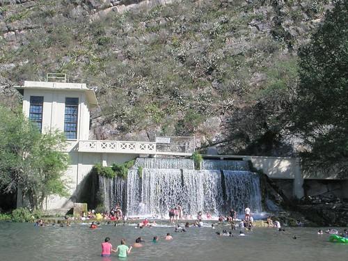 Ojo de Agua  Sabinas Hidalgo  Nuevo Leon 01  Cascada