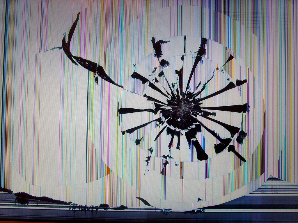 Cracked Screen Wallpaper Iphone 6 Smashed Macbook Pro Screen Yeah Ouch A Friend Of Mine