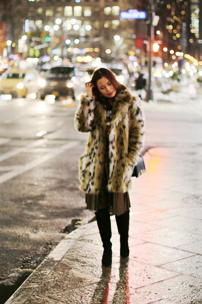 leopard-coat-gold-pleated-skirt-4