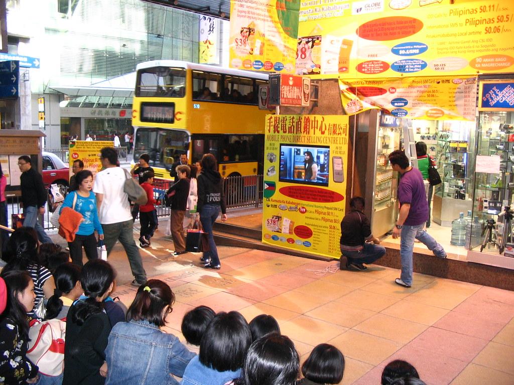 環球里(中環港鐵站B出口) | 手提電話直銷中心的MTV。 This photo is also available i… | Flickr