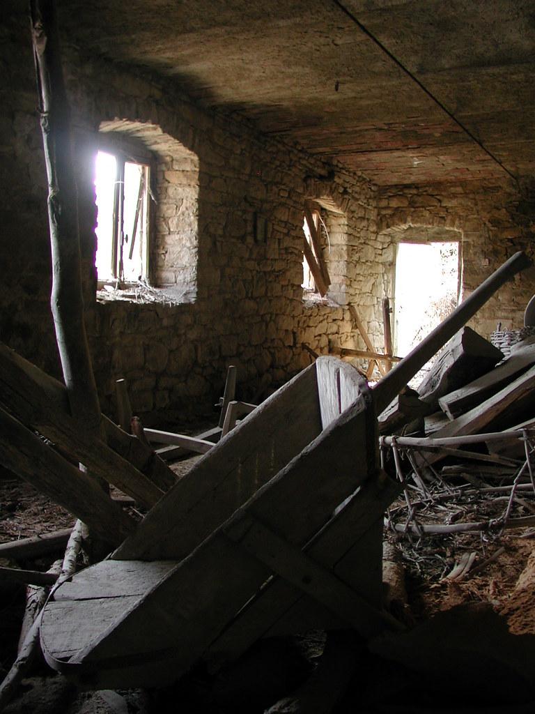 linterno di una casa contadina abbandonata in fretta 40   Flickr