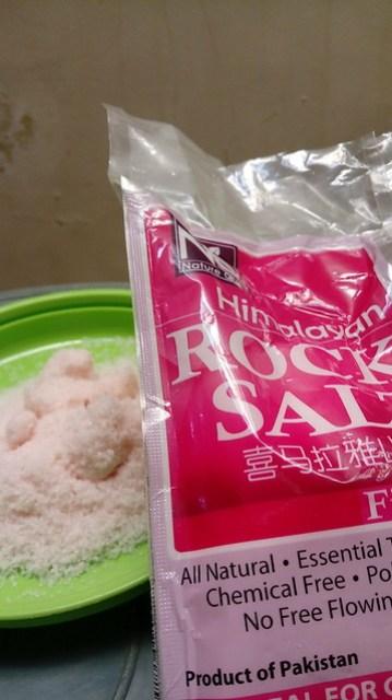 Himalyan rock salt/garam batu himalaya yang berwarna merah jambu