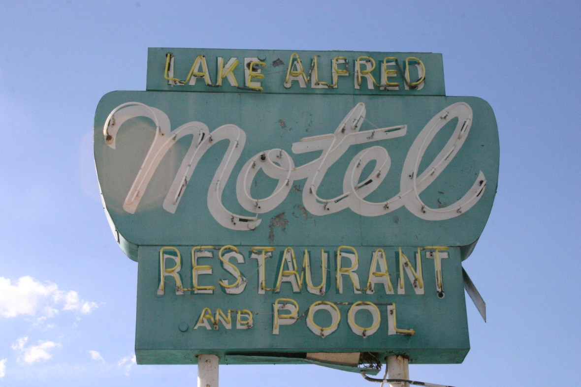 Lake Alfred Motel - Lake Alfred, Florida U.S.A. - January 10, 2008