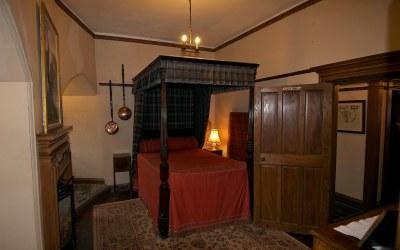 castle donan eilean bedroom macrae bruce scotland