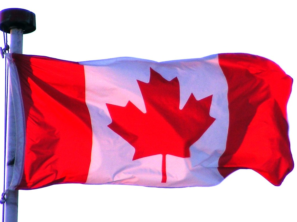 Drapeau du Canada  coin CtedesNeiges  Linton