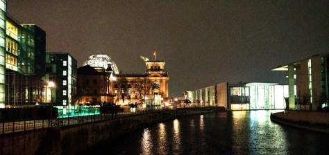 Spreeufer mit Reichstag