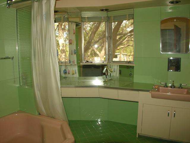 1950s Bathroom  Look at the colors in this bathroom