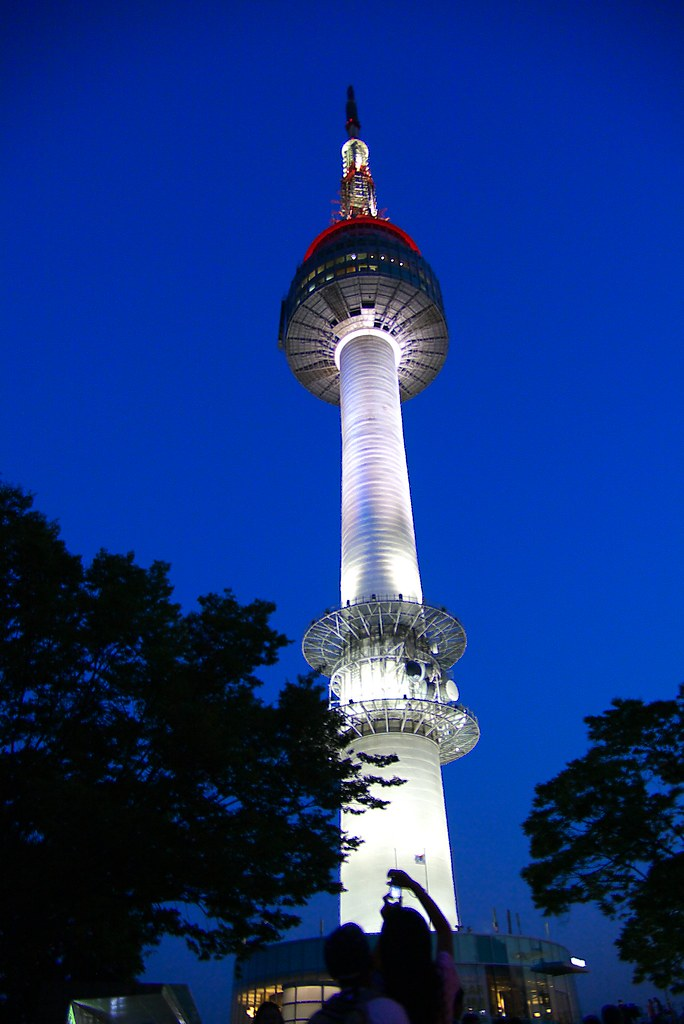 IMGP8767_1南韓 n首爾塔 南山塔 | 南韓 n首爾塔 南山塔 介紹 1980 年10月15日開始對一般遊客開放… | Flickr