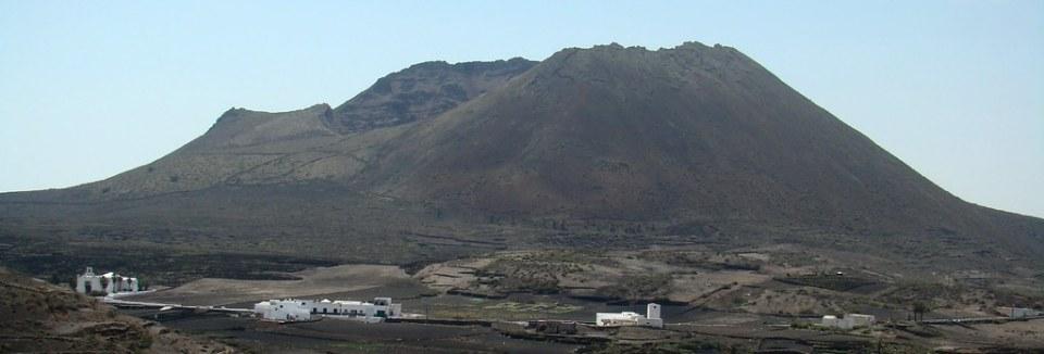 panoramica Volcan de La Corona municipio de Haría Lanzarote 16