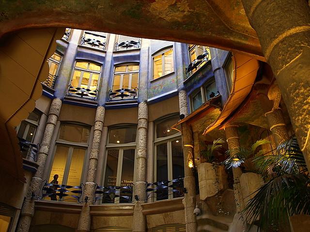 Interior descala de la Casa Mil La Pedrera Barcelona