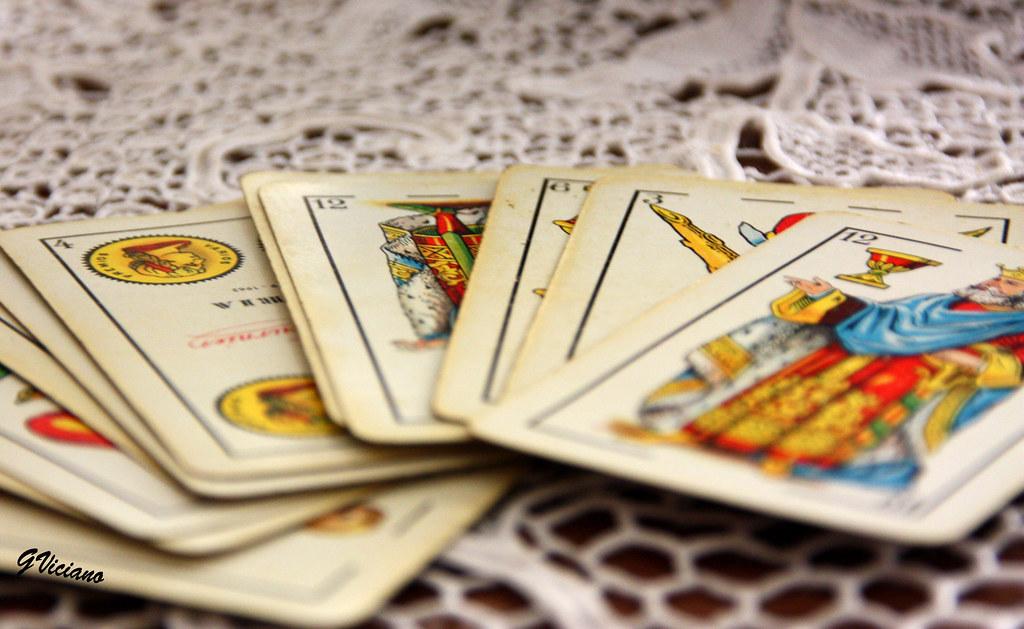 Las cartas sobre la mesa  Cards on the table  Probando