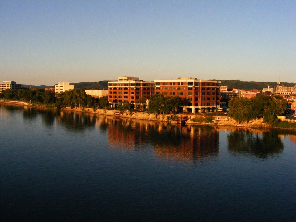 0809 La Crosse Wi Buildings At Sunset In Riverside Park La Flickr