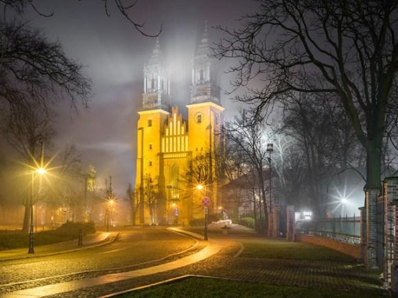 Światło przez mgłę