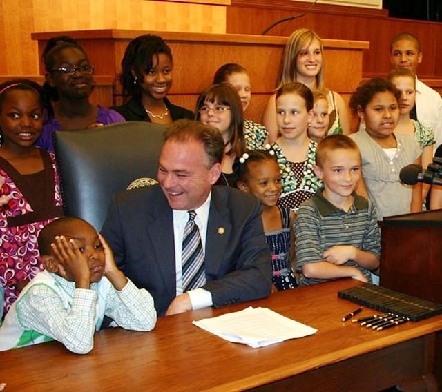Virginia Governor Tim Kaine and Army children  Virginia